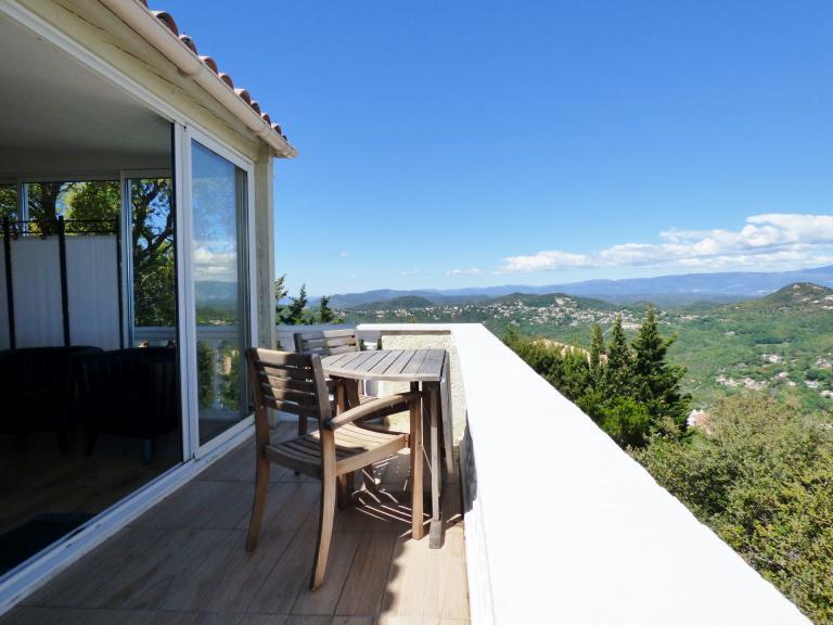 chambre étage (appartement) vue panoramique 180° mer et montagnes