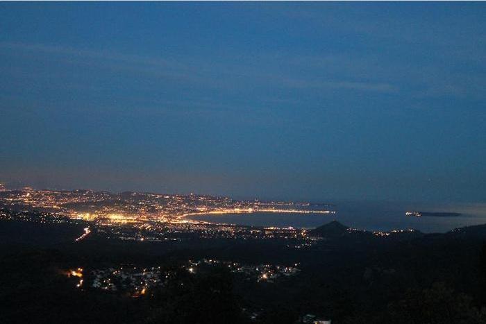 vue nuit sur terrasse