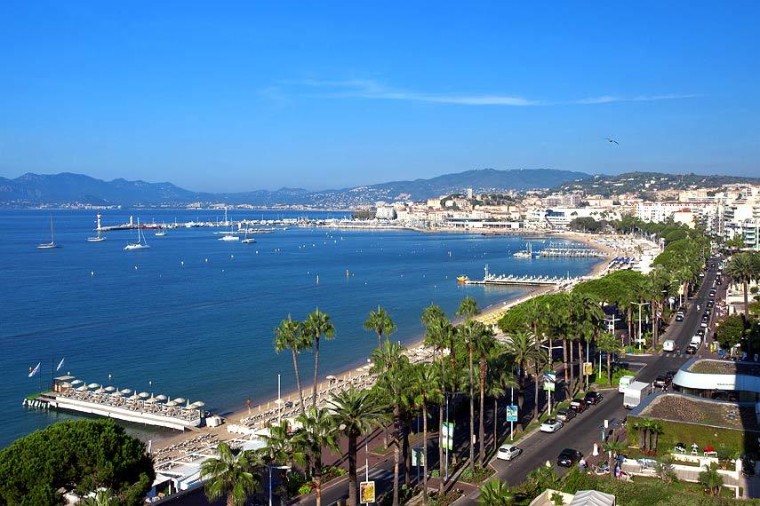 Cannes croisette bien sûr, mais aussi ses ruelles cachées et typiques
