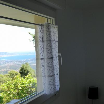 Chambre rez de jardin vue mer et montagnes